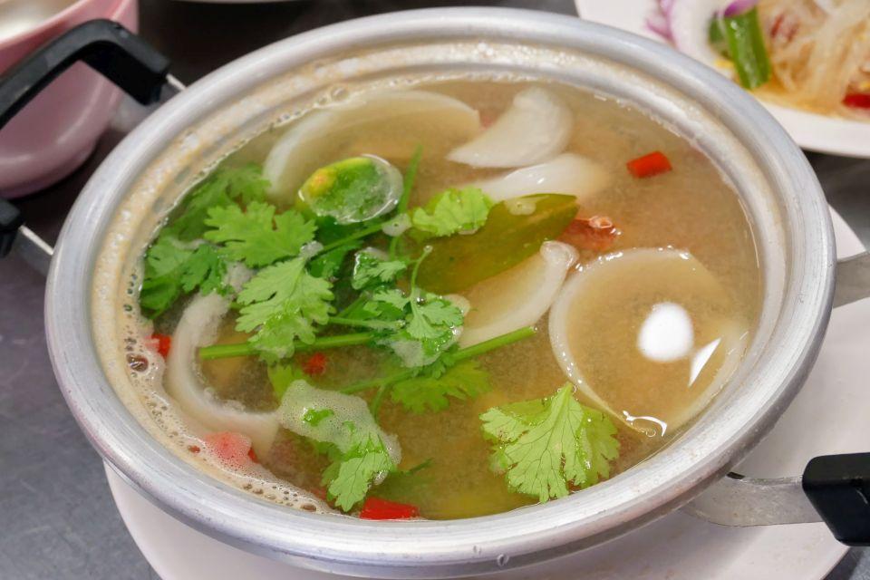 タイ屋台999 新宿店 メニュー トムヤムクンナムサイ 透明スープ