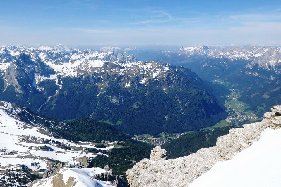 ロープウェイで登ったポルドイ峠から望むドロミテの山々