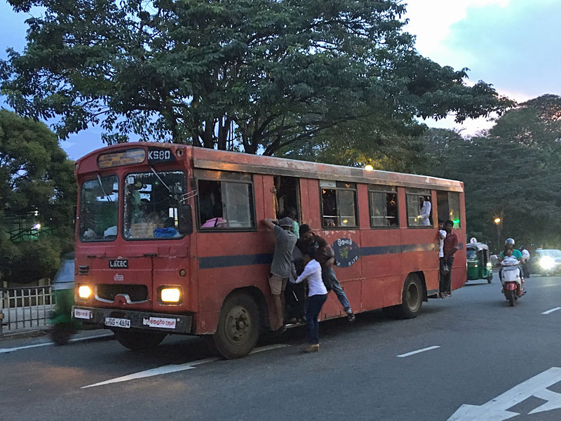 TATA 1510系のPadaviprapthi bus DM body