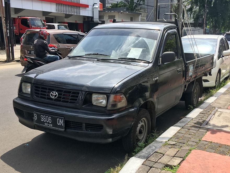 キジャンピックアップ Kijang pick-up