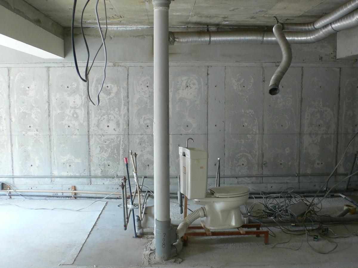 壁排水トイレの例