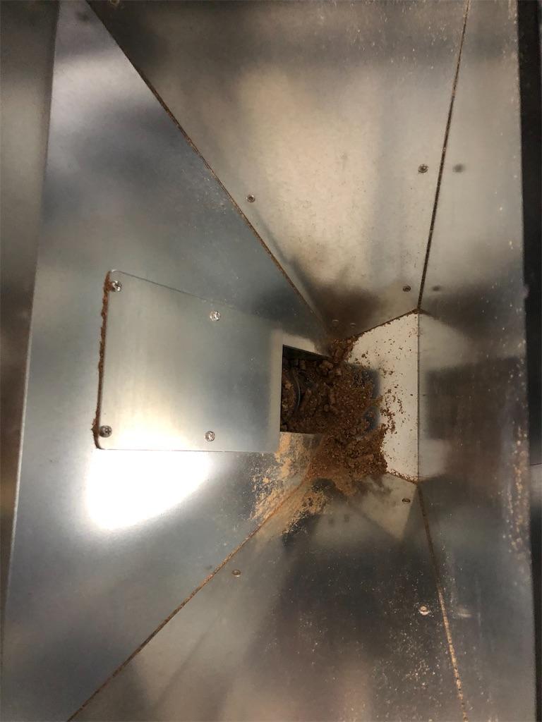 空っぽになったペレットストーブの燃料タンク