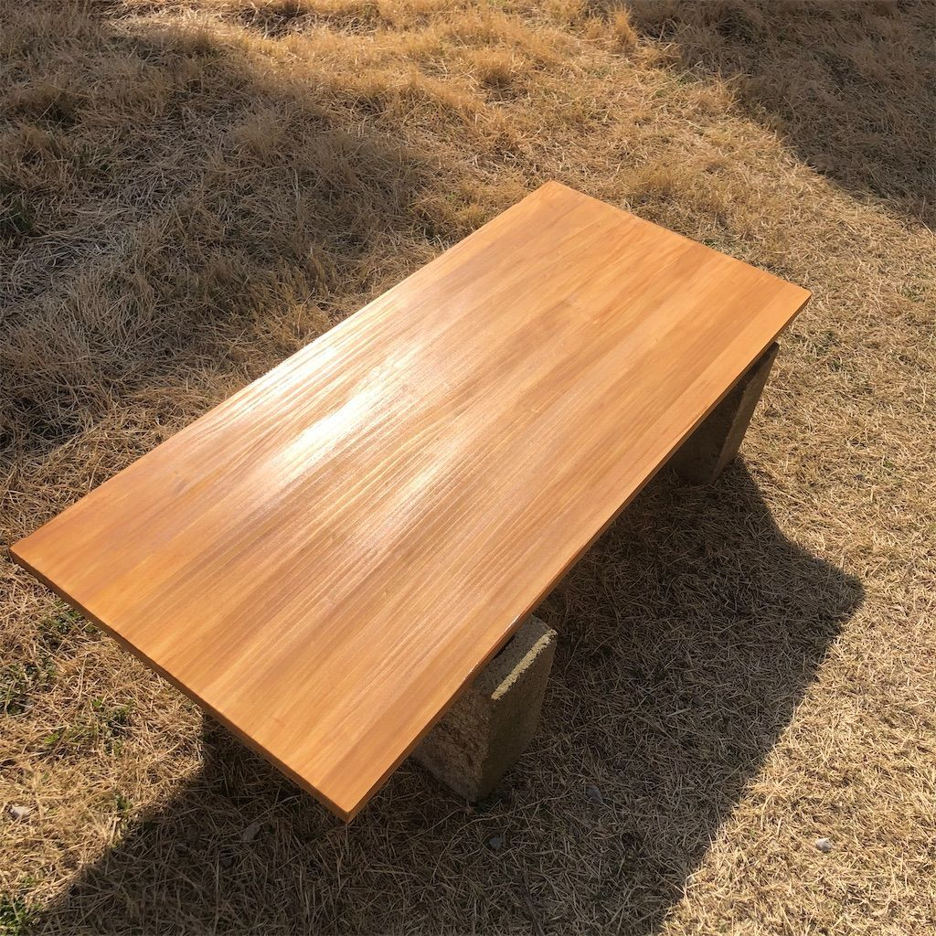手作りテーブルの天板。塗装後。