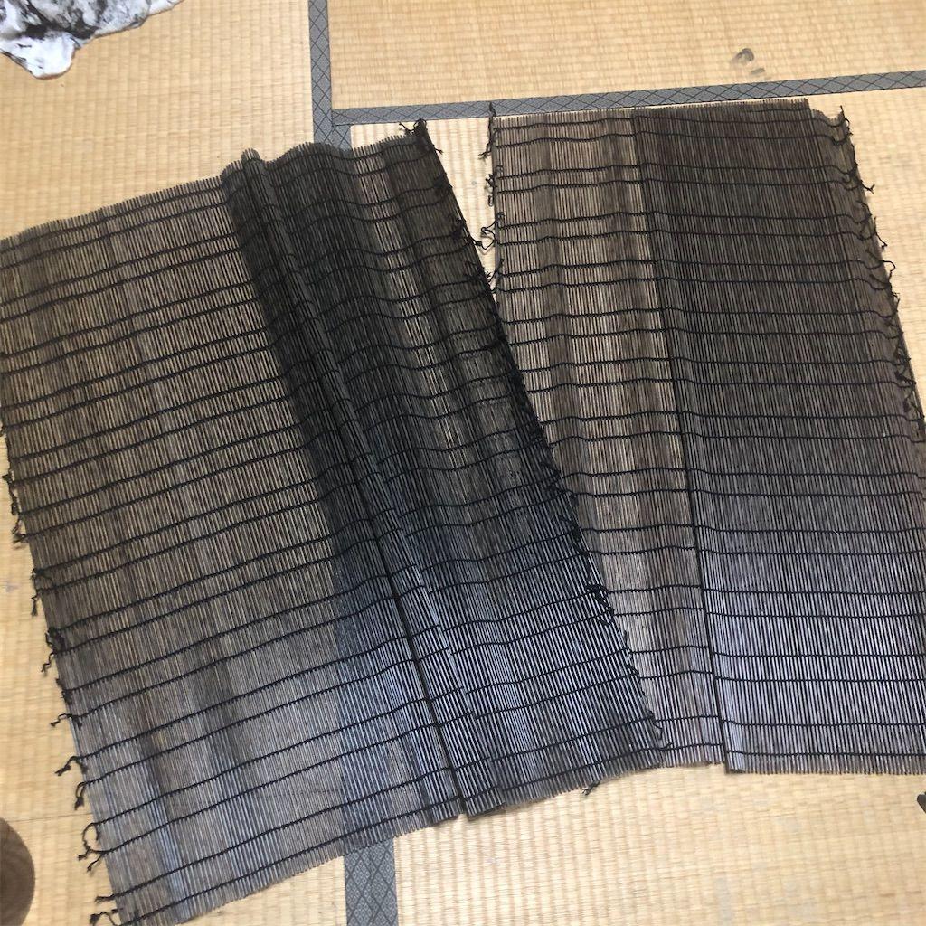 上下の竹の棒を外した後の簾