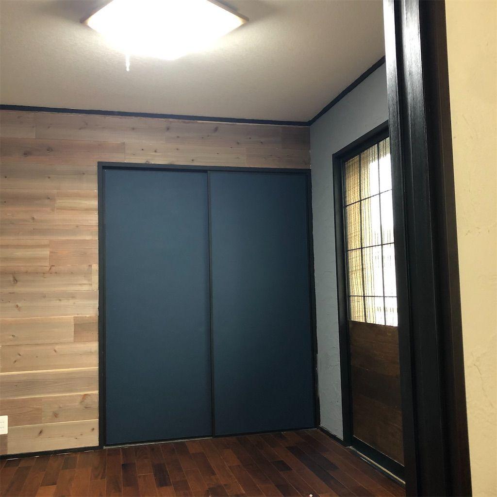 無垢フローリングと漆喰の壁紙の部屋。diyで和室からここまでやりました。