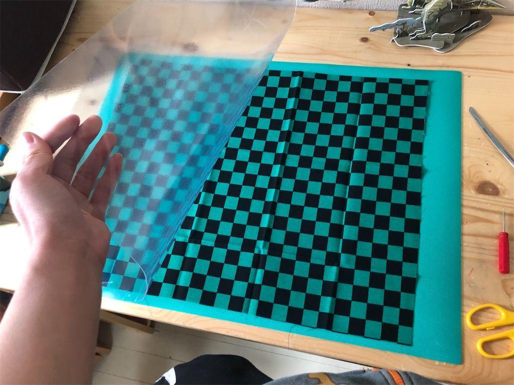 鬼滅の刃 炭治郎風和柄のデスクマット ダイソーの市松模様の布と安い事務用デスクマット