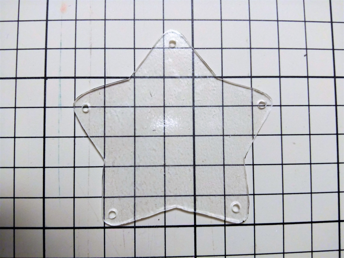 透明な星型パーツも作る