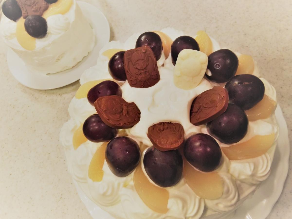 『桃とぶどうのプリキュアケーキ』