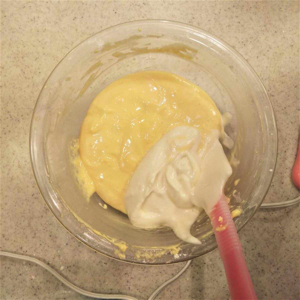 さらに豆乳メレンゲを1/3加える