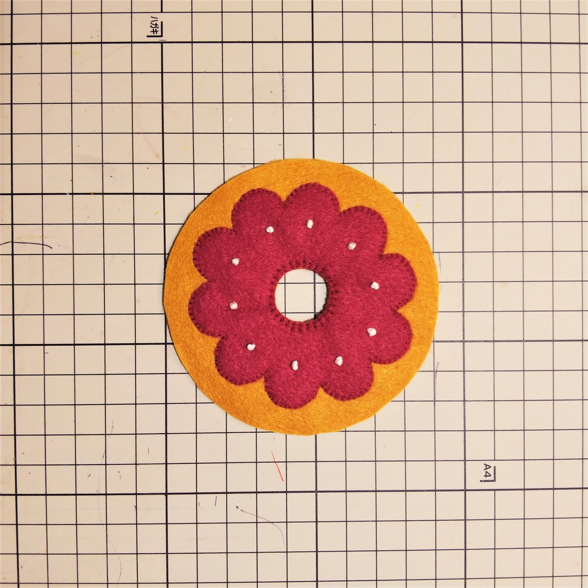 基本のドーナツの作り方⑩ 穴から縫い合わせる