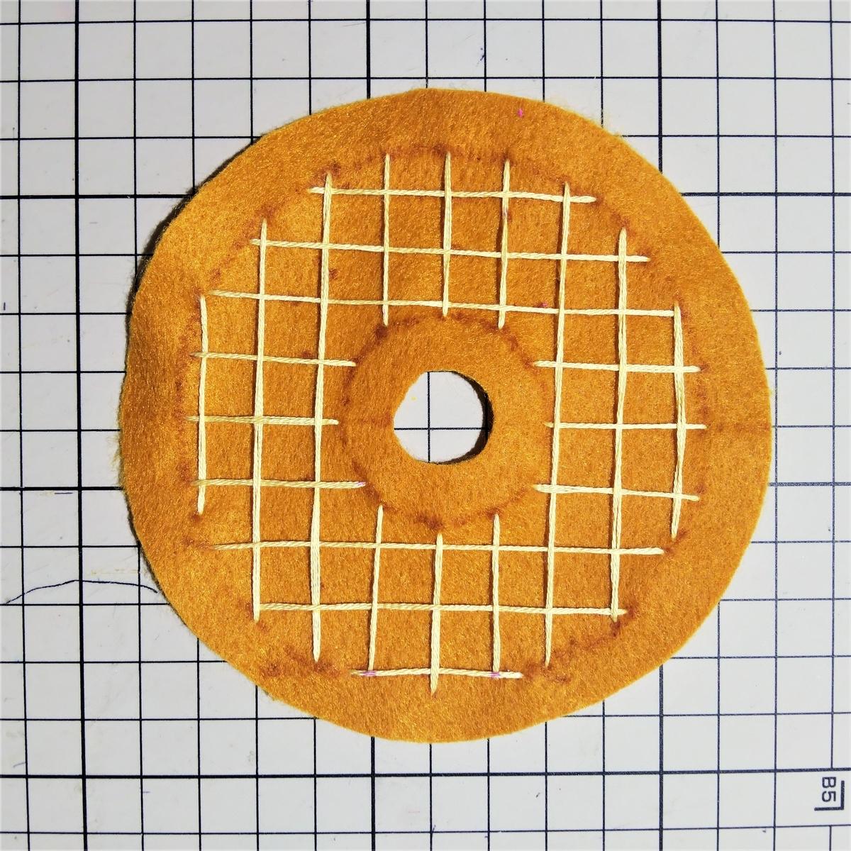 ハニーディップの作り方① 横線も刺繍する