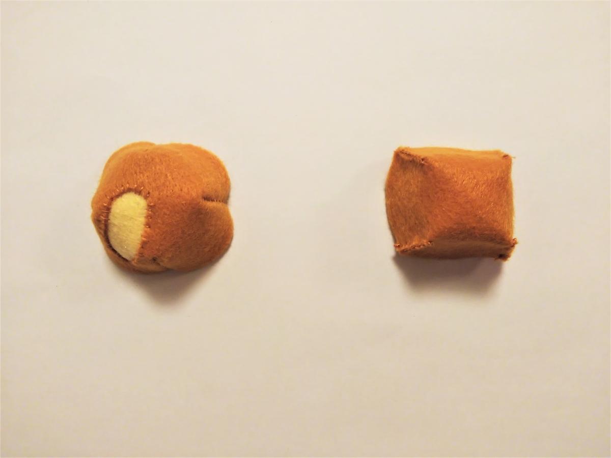 フェルトのドーナツポップの作り方③ 半球のパーツを2つ作る