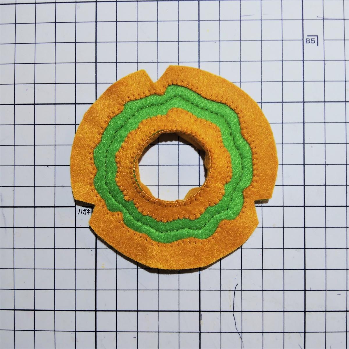 フェルトのオールドファッションの作り方④ 内円の側面の上側を縫う