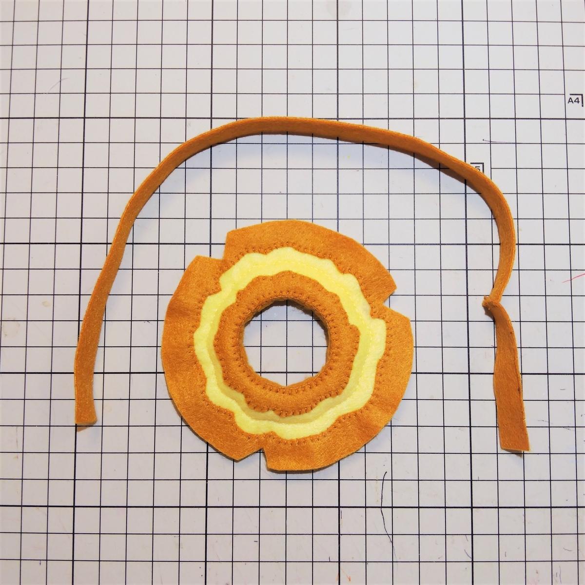 フェルトのオールドファッションの作り方⑥ 外周の側面を縫う