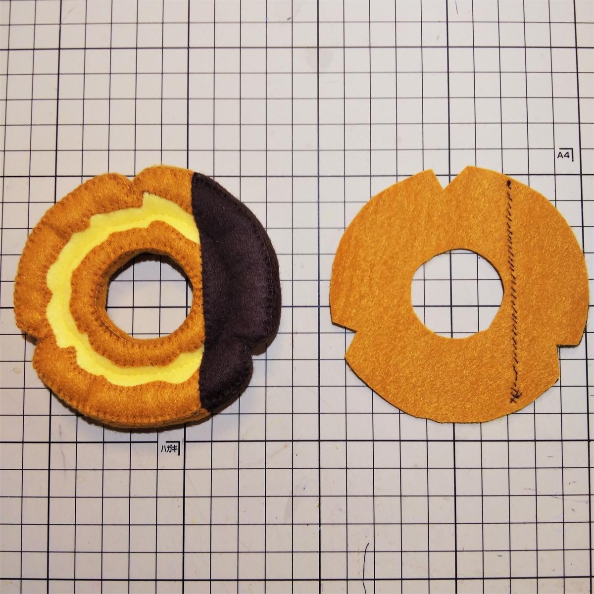フェルトのチョコファッションの作り方③ 底にチョコパーツを縫い付ける