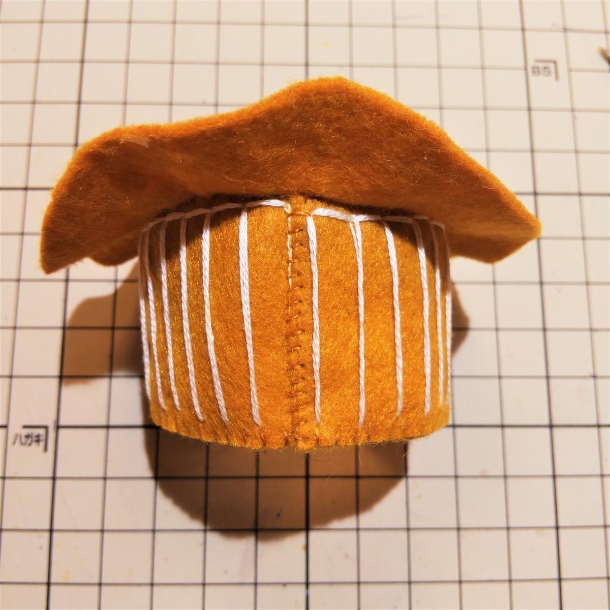 フェルトのマフィンの作り方⑧ 側面の端を縫う
