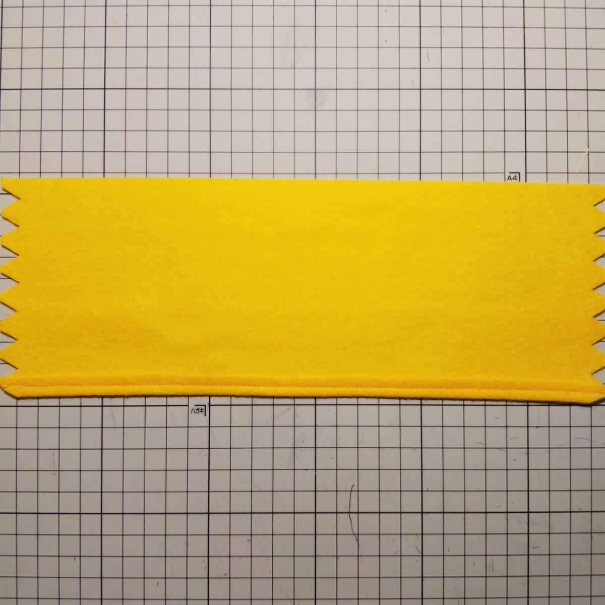 フェルトの『ハニーチュロス』の作り方① 山折りして5㎜のところを縫う