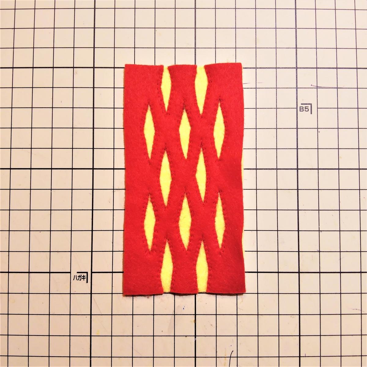 フェルトの『パイ』の作り方③ 型紙②に縫い付ける