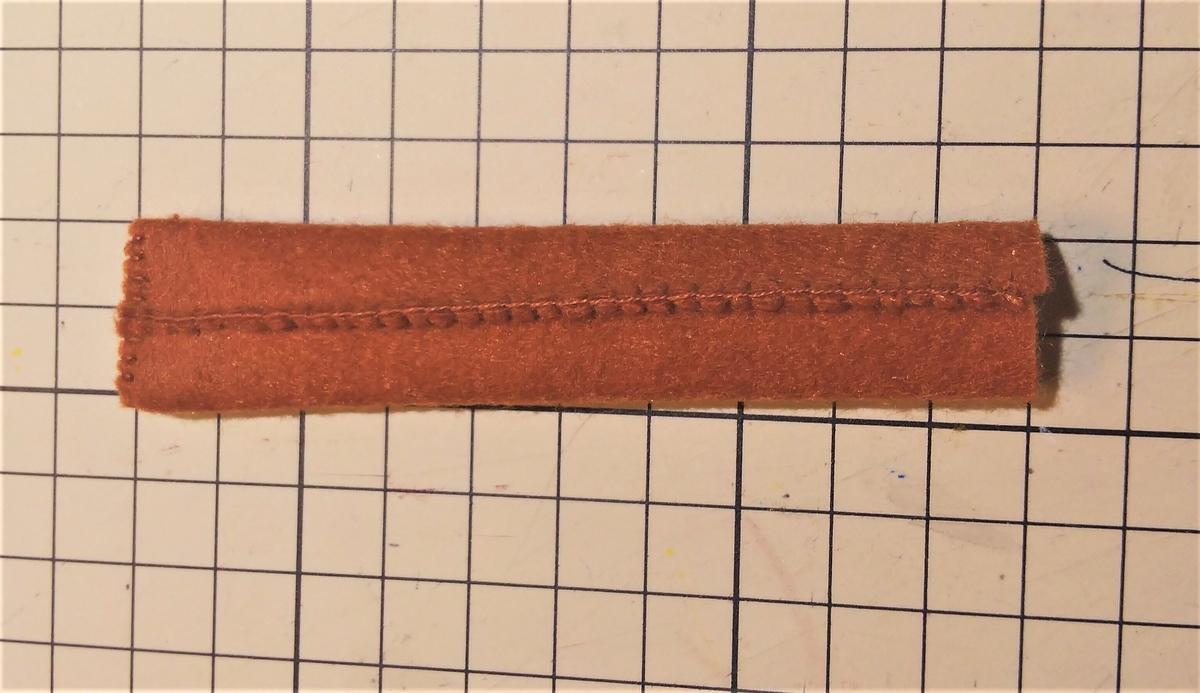 フェルトの『フランクパイ』の作り方③ 綿を入れて両端を縫う