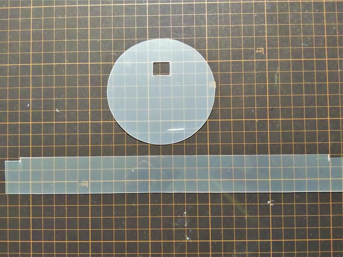 型紙を使って透明のPPシートを切る