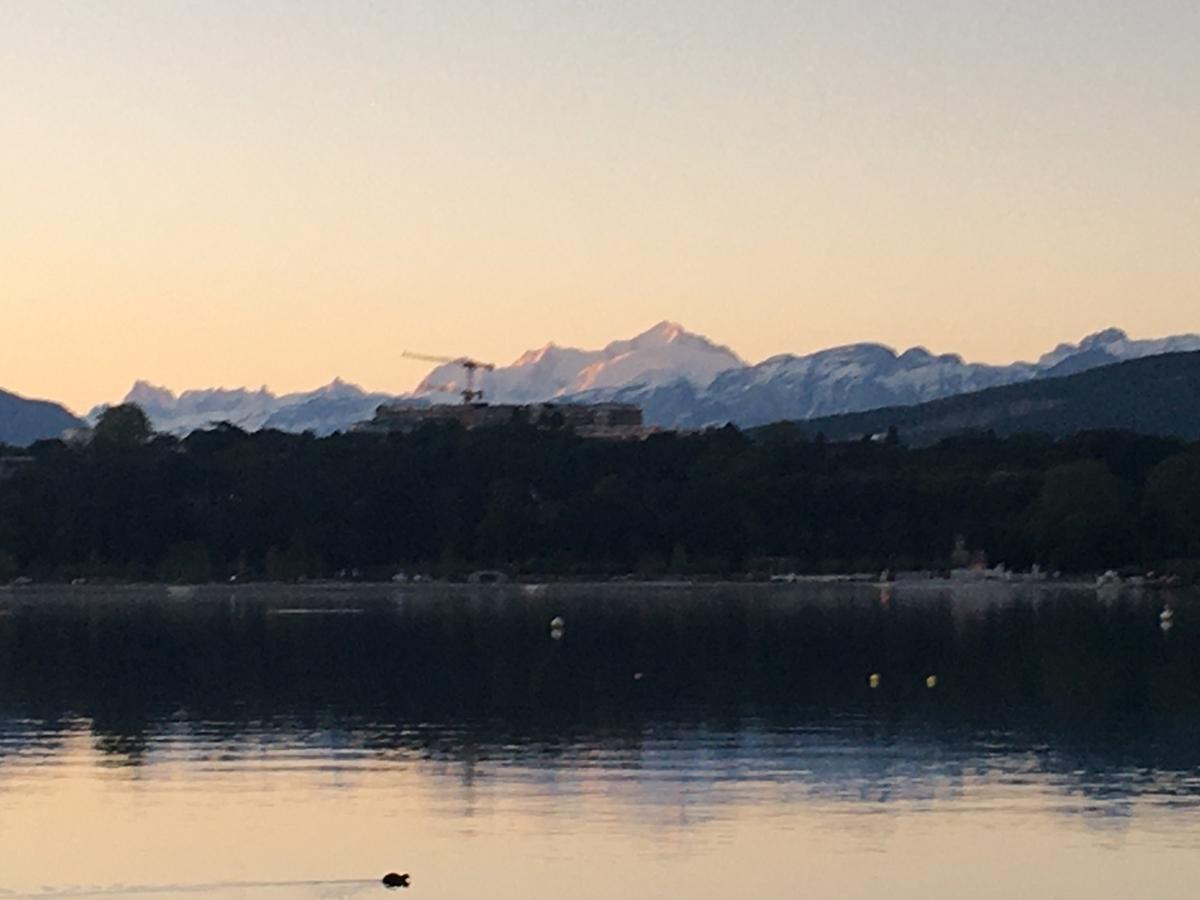 レマン湖とモンブラン