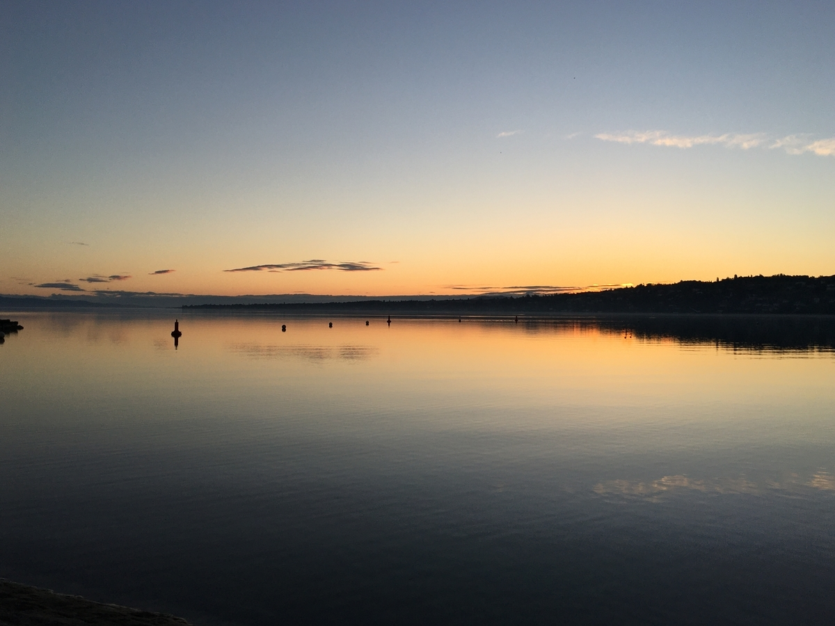レマン湖の朝焼け