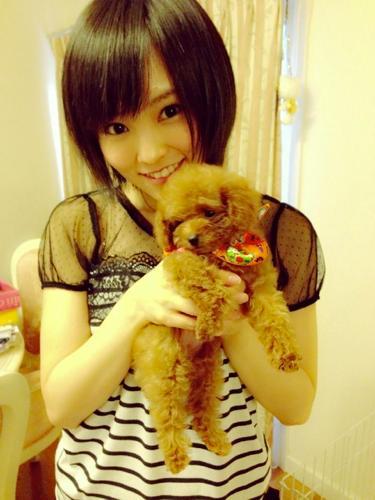 愛犬と山本彩