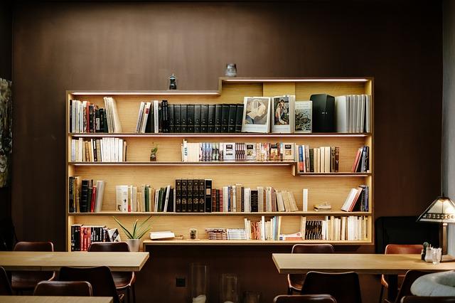 大切な本は納得行く本棚にしまっておこう