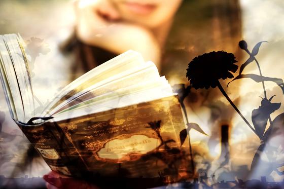 読書により創造力を鍛える女性
