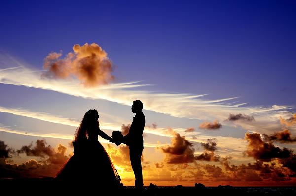 アラフォーで結婚する女性のイメージ