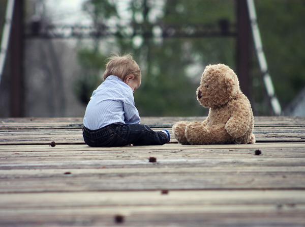 友達を作る方法がわからず悩む子供