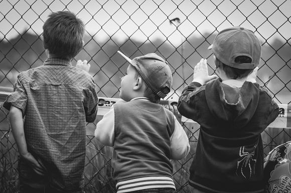 子供のケンカに親はどう対応すればいいのか…というイメージ