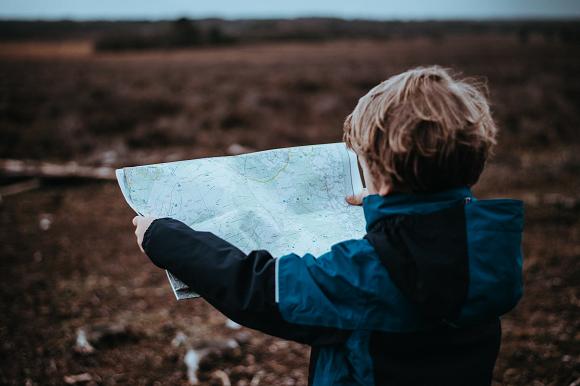 地図を読む空間認識能力の高い小学生
