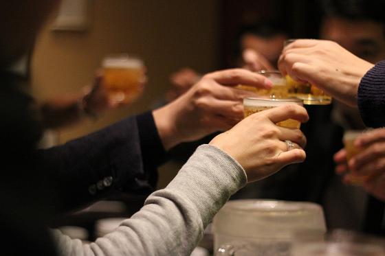 飲み会のメリットを得る人たち