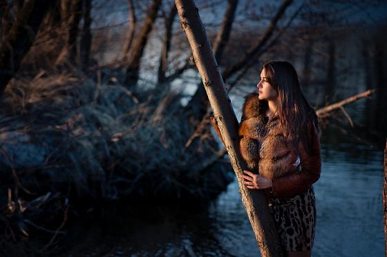 木を見て森を見ず…を実践する女性