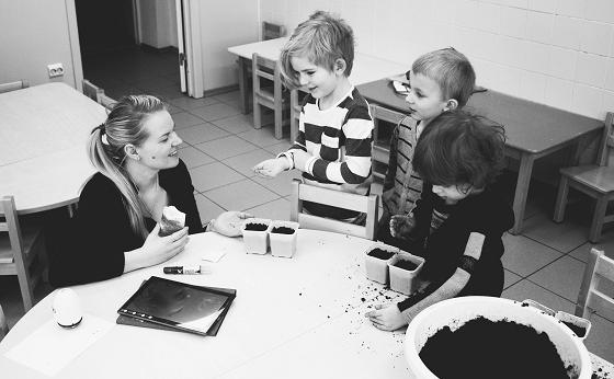 子供の話を聞くコツを心得て対応する大人