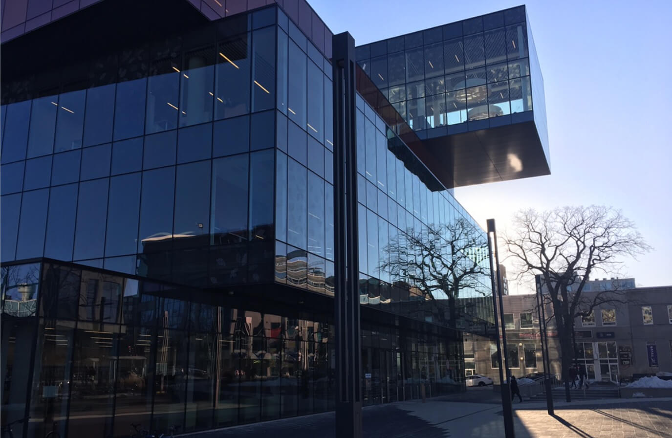 Halifax Central Library - ハリファックスで一番大きい図書館です。近代的な造りでかっこいい。