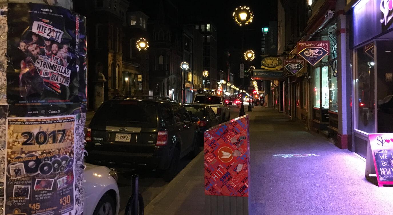 ハリファックスのメイン通り。しかしクリスマスの日には店が全てしまりデッドタウンと化します。