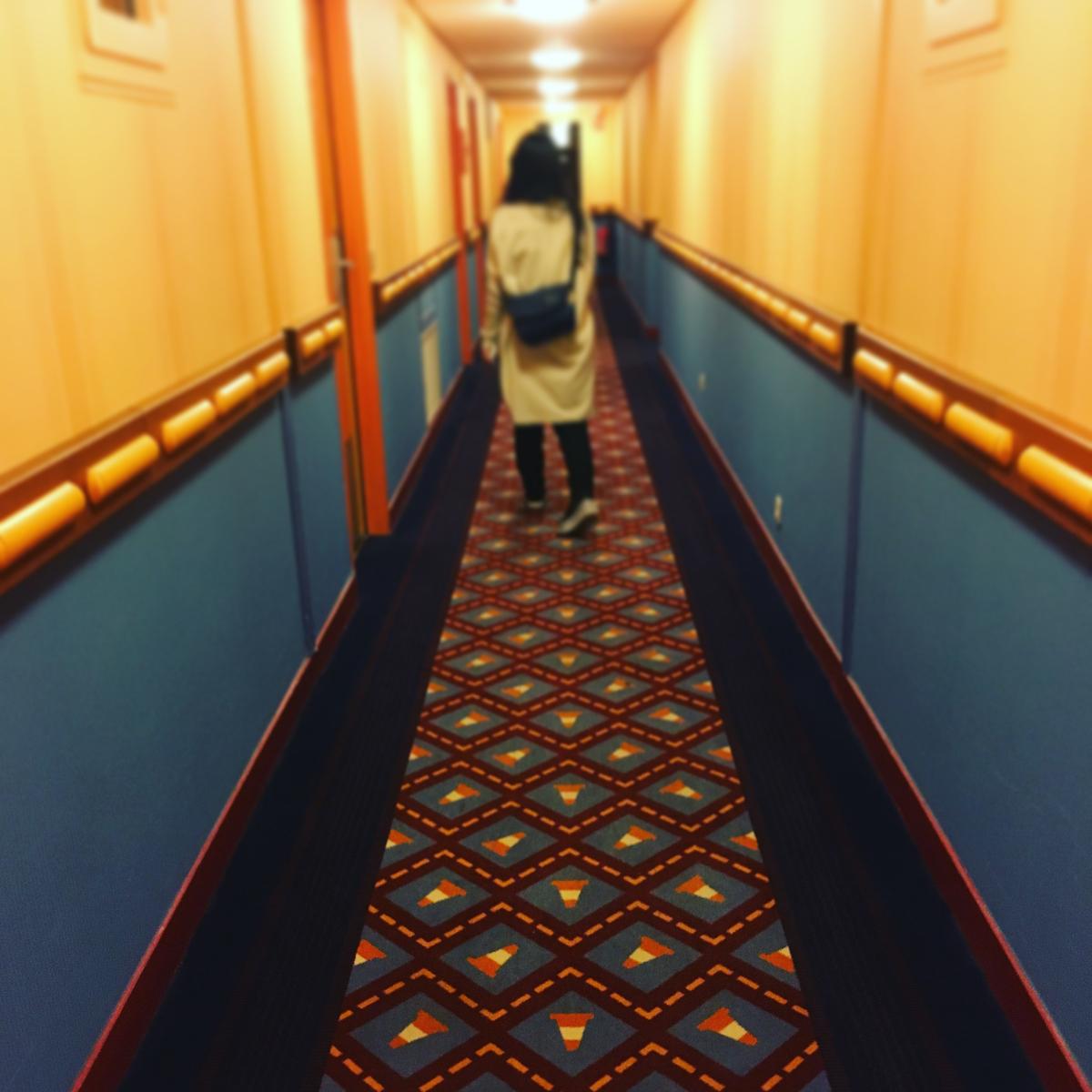 ホテルの廊下。