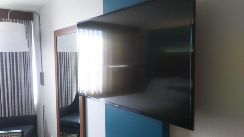 f:id:thecongress:20180618203019j:plain 室内に設置されているテレビ