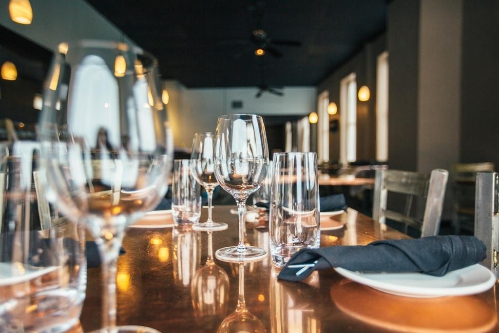 今さら聞けない!?ワイングラスの種類と選び方ガイド | theDANN