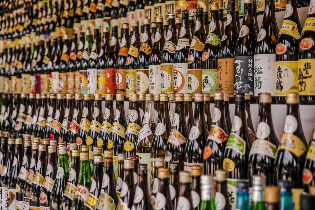 日本酒の一升瓶ってどのくらいの量が入ってるの?|theDANN media