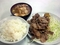 豚肉炒め(400円)に豚汁小(120円)にライス(130円)