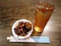 [三鷹][居酒屋][孤独のグルメ]ハイの方のウーロン(380円)とお通し(ひじき煮)