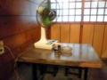 [三鷹][居酒屋][孤独のグルメ]ゴローちゃんの座ったであろうテーブル席に陣取る扇風機