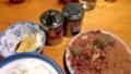 [駒沢公園][煮込み][お茶漬け][漫画][孤独のグルメ]卓上に置かれた七味唐辛子と塩はお好みでパラパラと