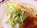 [麻布十番][洋食][カフェ・喫茶店]付け合わせにちょこっと添えられたサラダが嬉しい