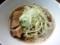 並盛りの肉そば700円でも麺がスープから飛び出してます