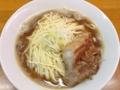 [王子][王子神谷][ラーメン]麺がスープを圧して盛り上がっている名物の肉そば大盛り850円