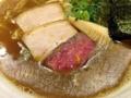 [銀座][ラーメン]煮干系特有の銀粉とスープの脂が膜を張るから終始アツアツ